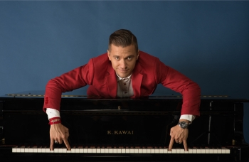 AMAT: Pesaro domenica 27 settembre al Teatro Rossini debutta in prima assoluta Matthew Lee con Swing, Rock and Love Tour